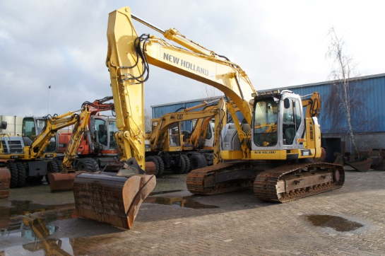 NEW HOLLAND KOBELCO E235 BSR-2