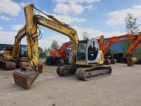 NEW HOLLAND KOBELCO E135SR-1ES